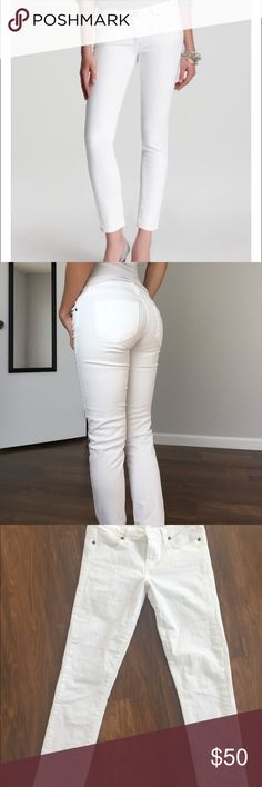 Paige Skyline Ankle Peg White Skinny Jean size 25 Paige skyline ankle peg white skinny jean for sale! Like new, worn only twice! Size 25. Super cute & comfortable! Paige Jeans Jeans Ankle & Cropped