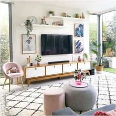 awesome Amazing Living Room TV Wall Decor Ideas And Remodel The room will be far more attractive if the subject of conversation isn't about your TV. Cozy Living Rooms, New Living Room, Living Room Decor, Decor Room, Tv Wanddekor, Modern Apartment Decor, Tv Wall Decor, Tv Wall Design, Simple Furniture