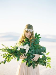 #wedding #bouquet #flowers #roses #greenery #Summer #winter #seasonal #flora #florist #weddingdecor #bride #diybridesguide #green #red #tropical #peonie #teardrop #round #succulent
