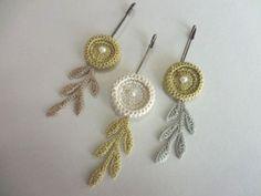 Crochet earring probs could make Crochet Brooch, Crochet Bracelet, Crochet Motif, Crochet Flowers, Crochet Earrings, Fiber Art Jewelry, Textile Jewelry, Jewelry Art, Jewelry Crafts