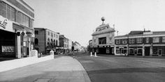 Chapel Road, looking north from North Street Worthing 1924     https://picasaweb.google.com/109072916472718778176/WorthingRoads#5522048247723255010