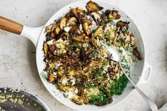 VEGGIE - Bulgur met paddenstoelen en feta van Yotam Ottolenghi (AH) Yotam Ottolenghi, Ottolenghi Recipes, Bulgur Salad, Couscous, Feta, Otto Lenghi, Healthy Diners, Chili, Vegetarian Recipes