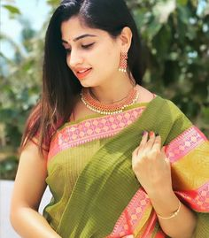 Looking So Beautiful Beautiful Girl Photo, Cute Girl Photo, Beautiful Girl Indian, Most Beautiful Indian Actress, Beautiful Saree, Beautiful Lips, Beautiful Models, Beautiful Women, Beauty Full Girl