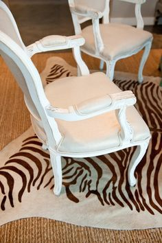 #zebra, #hide-rug, #accent-chair  Photography: Suzi Q - qweddings.com  Read More: http://www.stylemepretty.com/living/2013/04/15/at-home-with-kendra-scott/