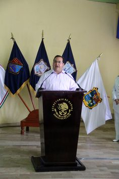 Javier Duarte y el comandante de la Primera Región Naval, Almirante Pedro García Valerio, encabezaron la ceremonia conmemorativa del Día de la Armada de México.
