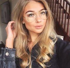 P i n t e s t: - Glasses Funky Glasses, Cool Glasses, Girls With Glasses, Glasses Frames, Glasses Outfit, Fashion Eye Glasses, Wearing Glasses, Oval Face Hairstyles, Aviator Glasses