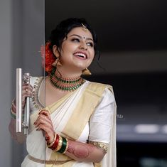 Image may contain: one or more people Kerala Wedding Saree, Bridal Sarees South Indian, South Indian Bridal Jewellery, Kerala Bride, South Indian Bride, Kerala Jewellery, Kerala Saree, Hindu Bride, Indian Bridal Hairstyles