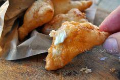 Panzerotti di sfoglia fritti ripieni al formaggio #stuzzichini