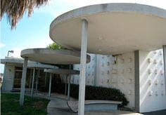 Empty midcentury modern building in Ft. Meade, FL.  By JennRation on Flickr