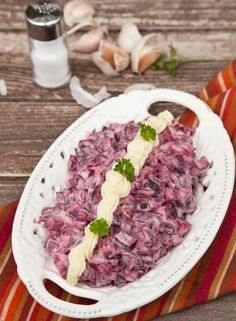 Fokhagymás majonézes céklasaláta – emlékezni fogsz rá. :) Finom, bizony, próbáld csak ki! Beetroot Recipes, Vegan Recipes, Cooking Recipes, Cold Vegetable Salads, Cold Dishes, Hungarian Recipes, Light Recipes, Salad Recipes, Healthy Snacks