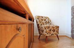 BINNENKIJKEN: Een zonnig vintage appartement in Brussel