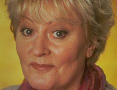 † Suze Broks (74) 26-05-2017 Suze Broks is vrijdag in Amsterdam op 74-jarige leeftijd overleden. De actrice was onder andere bekend van de serie Vrouwenvleugel. Naast haar rol als Guusje van de Wetering in de dramaserie over een vrouwenafdeling in de gevangenis, werd Broks ook bij het grote publiek bekend door haar rol als Maartje van Doorn in de komedieserie Oppassen!!.