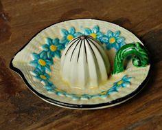 ~Vintage Maruman Ware Japanese Ceramic Reamer~