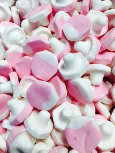 Raspberry flavoured chewy Foam. One of our best seller sweet. Free UK delivery.