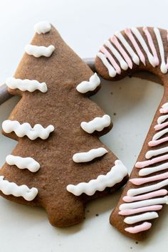 Perfect gingerbread cookies that are full of flavor and spices. Decorate them with royal icing for a perfectly, sweetened cookie.  #GingerbreadCookies #Gingerbread #Cookies #ChristmasCookies #Recipes Peanut Butter Blossom Cookies, Ginger Cookies, Yummy Cookies, Sugar Cookies, Gingerbread Man Cookie Recipe, How To Make Gingerbread, Christmas Snacks, Christmas Brunch, Delicious Cookie Recipes