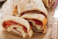 Pane senza impasto o no knead bread Pizza Recipes, New Recipes, Cooking Recipes, Nutella Biscuits, My Favorite Food, Favorite Recipes, Focaccia Pizza, Pizza Rustica, Ricotta