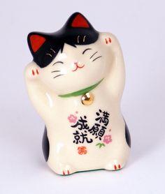 the cutest Maneki Neko (Japanese lucky cat) Maneki Neko, Neko Cat, Kitty Cats, Japanese Bobtail, Japanese Cat, Crazy Cat Lady, Crazy Cats, I Love Cats, Image Japon