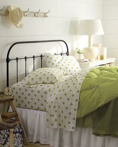 Today's treasure, tomorrow's heirloom. This wrought-iron bedstead celebrates simplicity and classic design.