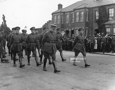 Irish politician and Sinn Fein leader Michael Collins (centre, looking down) and General Richard Mulcahy (right) marching in uniform at the head of the procession at the funeral of Irish political leader and founder of Sinn Fein Arthur Griffith in Dublin. Ireland 1916, Dublin Ireland, Ireland Map, Bobby Sands, Irish Independence, Irish Free State, Irish Republican Army, Events Place, Irish Fashion