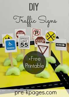 Add environmental print to your preschool, pre-k, or kindergarten classroom with these free, printable traffic signs for your block center. Block Center Preschool, Transportation Activities, Environmental Print, Environmental Science, Pre K Pages, Block Play, Construction Party, Construction Zone Signs, Construction Theme Preschool