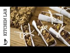 Tahini granola bars by the Greek chef Akis Petretzikis. Super delicious, super energizing cereal bars with tahini, honey, chocolate and nuts! Chef Recipes, Sweet Recipes, Cooking Recipes, Oat Bars, Granola Bars, Healthy Bars, Healthy Food, Healthy Recipes, Breakfast Recipes