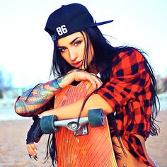 Pretty tattoo photo with pretty tattooed girl model Angelica Anderson Skater Look, Skater Girl Style, Bmx Girl, Skate Girl, Style Skate, Angelica Anderson, Model Tattoo, Skateboard Girl, Longboarding