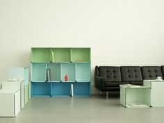 'kontur' by fritz und franken is a modular storage system capable of being integrated within the context of residential lounge areas and office workspaces. Modular Furniture, Cool Furniture, Furniture Design, Modular Shelving, Modular Storage, Office Workspace, Lounge Areas, Bookshelves, Design Projects