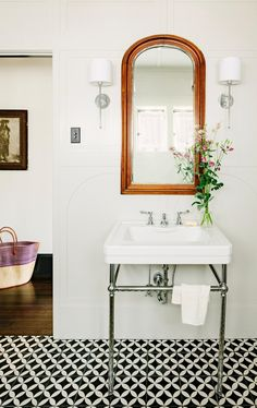 The Quot Making A 1920s Bathroom Look A Little Vintage Again