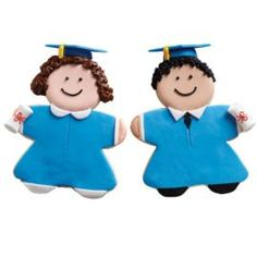Congratulate the graduate with these big, bold cookies! Perfect party treats are decorated with color flow and a fun fondant mortarboard.