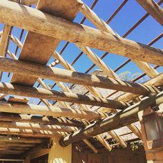 """""""cobrindo num dia lindo"""" #ahess #ahessarquitetura #arquitetura #dialindo #madeira #ecoland"""