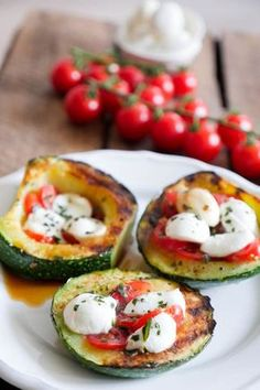 Grilled zucchini tomato and mozzarella low carb - a quick and easy recipe . - mypin - Grilled zucchini tomato and mozzarella low carb – a quick and easy recipe … – - Tapas, Mexican Food Recipes, Vegetarian Recipes, Italian Recipes, Law Carb, Healthy Snacks, Healthy Eating, Clean Eating, Low Carb Recipes