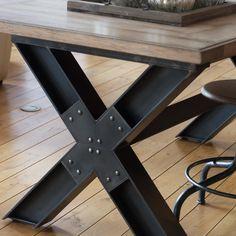 Retrouvez la table pieds en X modèle Wisconsin chez l'Univers Intérieur. Table en bois 100% chêne massif et pieds en acier. Modèle style industriel. #table #tablechêne #meubleindustriel