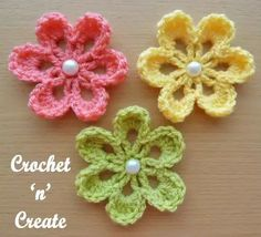 "Crochet For Beginners ""This sweet small flower applique, has just 3 rows, its so easy to make, it is great for the beginner crochet to practice with, create as many as needed to enhance your skills and then use them to decorate your next project. Crochet Small Flower, Crochet Flower Tutorial, Crochet Flowers, Crochet Leaves, Crochet Stars, Crochet Crafts, Crochet Projects, Finger Knitting Projects, Diy Crafts"