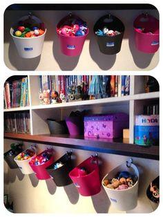 20 Creative Organization Ideas for Kids Playroom - Nicole Z. - 20 Creative Organization Ideas for Kids Playroom 20 Creative Organization Ideas for Kids Playroom - Creative Toy Storage, Diy Toy Storage, Kids Storage, Storage Ideas, Storage Solutions, Hanging Storage, Diy Hanging, Hanging Baskets, Doll Storage
