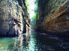 16 endroits surréels près de Montréal que tu dois absolument voir une fois dans ta vie - Narcity Le Vermont, Camping Car, Canada Travel, Rafting, Ontario, Places To See, Waterfall, Destinations, Europe