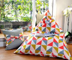 Diy duo : pouf & coussin triangle