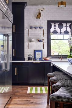 Kitchen Remodel Ideas - Browse our kitchen renovation gallery with traditional to modern to beachy kitchen design inspiration. Home Decor Kitchen, Rustic Kitchen, Diy Kitchen, Kitchen Interior, Home Kitchens, Kitchen Dining, Kitchen Ideas, Kitchen Black, Modern French Kitchen