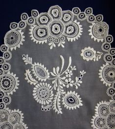 A HÖVEJI CSIPKE - Google-Suche Hungary, Linens, Folk Art, Quilting, Traditional, Embroidery, Patterns, My Love, Google