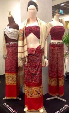 ซิ่นครั่ง Traditional Thai Clothing, Traditional Fashion, Traditional Dresses, Thailand Outfit, Thailand Fashion, Thai Dress, Thai Style, Costume Dress, Asian Fashion