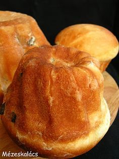 Békebeli mazsolás kuglóf Croatian Recipes, Hungarian Recipes, Savarin, Just Bake, Bread And Pastries, Different Recipes, Pound Cake, Bakery, Food And Drink