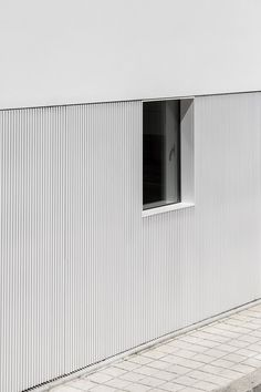 Gallery of House in Matosinhos / nu. Architecture Design, Minimalist Architecture, Modern Architecture House, Futuristic Architecture, Chinese Architecture, Modern Houses, House Cladding, Facade House, House Facades
