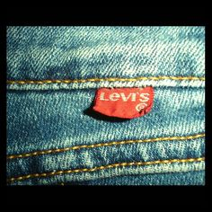 Cute middle seam Levis size 5m Cute middle stitched seam front and back. Inseam 31 1/2 Levi's Jeans