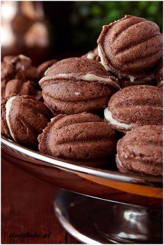 "Cookies ""nuts"" - recipe in Polish ilovebake. Cookie Recipes, Dessert Recipes, Delicious Desserts, Yummy Food, Vegan Junk Food, Jam Cookies, Czech Recipes, Polish Recipes, Cafe Food"