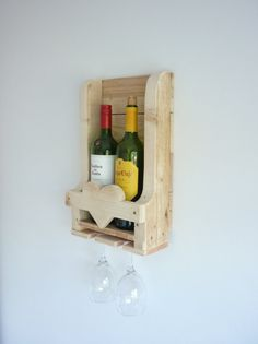 Rustic Wooden Wine Rack With Heart Detail. Great por Henwoods