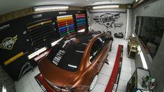 """No 7º episódio da serie Samy compartilha toda a sua experiencia  conosco em um incrível projeto executado com excelência em seu próprio carro, um Mitsubishi Lancer todo equipado para as pistas. Os detalhes do projeto e os conceitos deste """"MONSTRO"""" do envelopamento você confere agora no IMPRIMAX GARAGE. Mitsubishi Lancer, Garage, Train, Cars, Log Projects, Carport Garage, Garages, Strollers, Car Garage"""