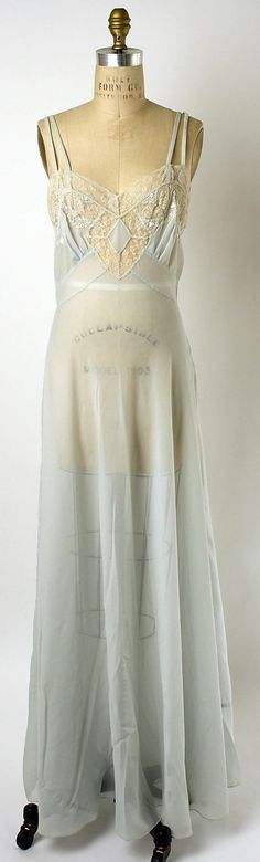 Silk nightgown and jacket, 1952