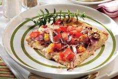 Παραδοσιακή πίτα της Κιμώλου, μια ελληνική παραλλαγή της ιταλικής πίτσας. Κρύβει μέσα της όλη την απλότητα και τη νοστιμιά του κυκλαδίτικου νησιού. Το σίγουρο είναι ότι θα σας εντυπωσιάσει η νοστιμιά της αν και τόσο απλή!