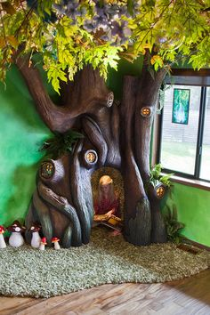 This Incredible Dad Built His Daughter an Enchanted Tree Reading Nook Tree Bedroom, Kids Bedroom, Enchanted Tree, Jungle Room, Daughters Room, Reading Nook, Reading Club, Play Houses, Playroom