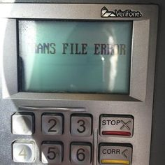 #prisma #forssa #abc Taas on polttoaineautomaateissa bugi. Tällä kylmäasemalla niitä riittää. Hieman välillä sieppasee kun oot siinä kaiken valmiiksi saanut ja sitten vetää Syntax Errorit. Eiku korkki kiinni kortit lompsaan lompsa taskuun avaimet käteen ja siirtämään seuraavalle juottopisteelle. Aina kun tänne tulee ni miettii et mikähän näistä kyttyröistä nyt ois toimintakuntonen ettei taas menis step-aerobics koko homma #fb