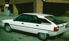 Los Citroën BX tenían el freno de mano que accionaba los frenos delanteros en vez de los  traseros.